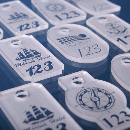 Brelok do kluczy z logo szroniony